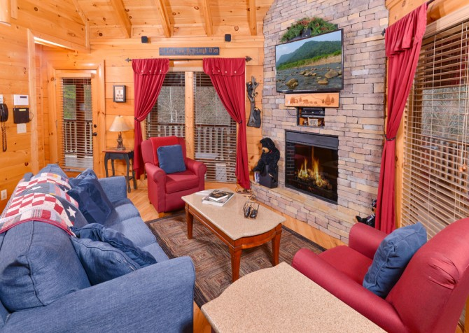 Pigeon Forge Cabin- American Bear Cabin – Living Room