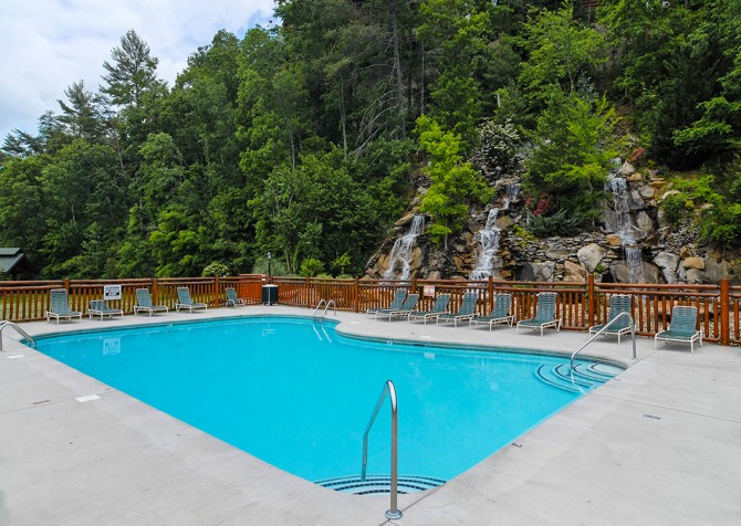 Pigeon Forge - Hilltop Plunge - Bear Creek Crossing Resort Pool