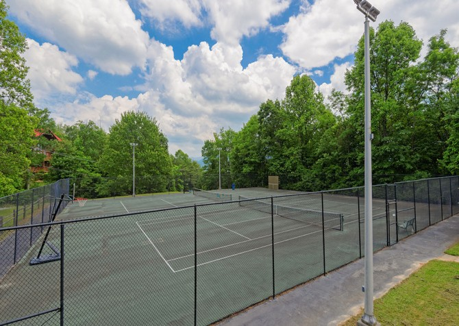 Gatlinburg Cabins - Beartastic Mountain View Lodge - Chalet Village North Tennis Courts