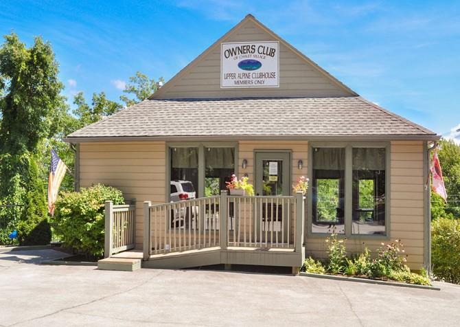 Gatlinburg Cabins - Gigi's Getaway - Gatlinburg Falls Resort Clubhouse