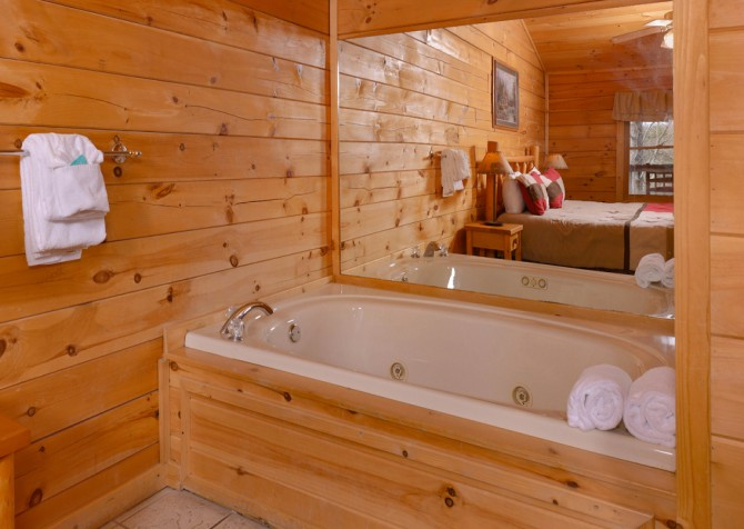 pigeon forge cabin – close to heaven – bathroom