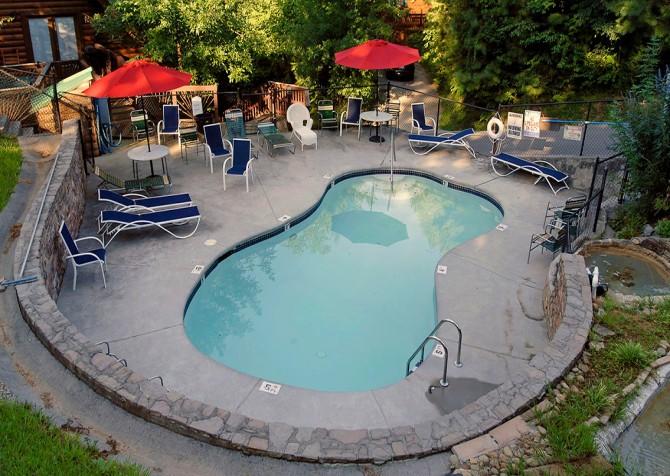 Gatlinburg Cabin - Bear Elegance - Resort Pool