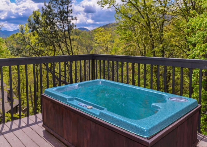Gatlinburg Cabin - Bear Hugs - Hot Tub