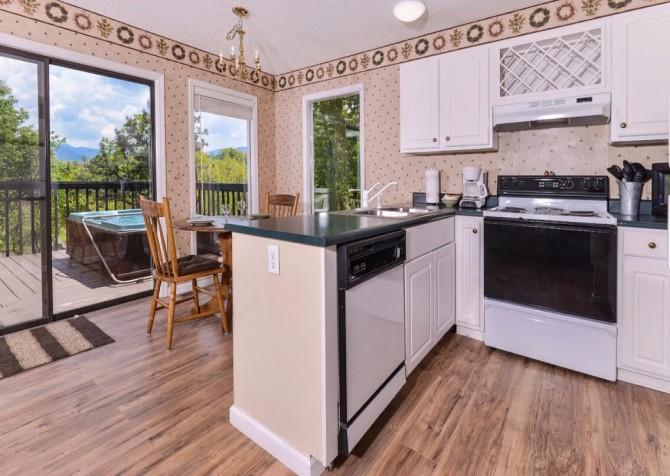 Gatlinburg Cabin - Bear Hugs - Kitchen