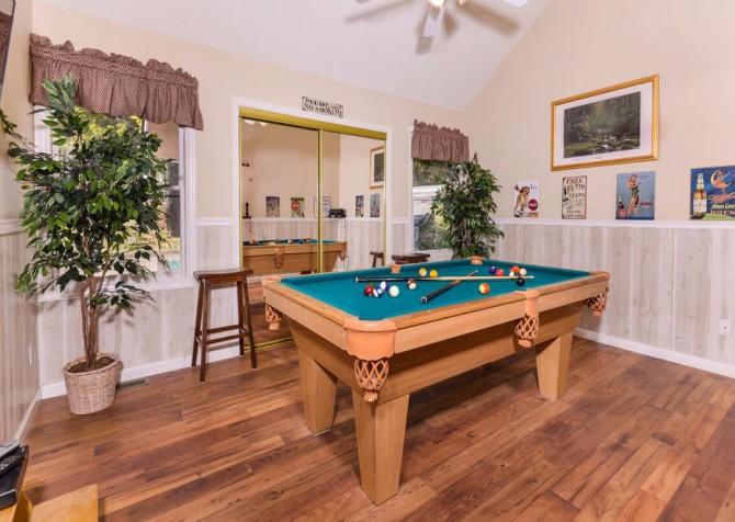 Gatlinburg Cabin - Bear Hugs - Pool Table