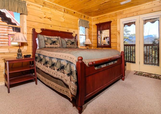 Gatlinburg Cabin - Bear Tracks - Bedroom