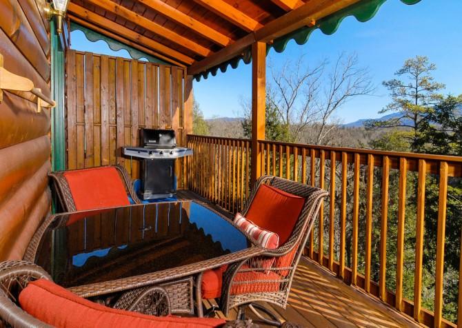 Gatlinburg Cabin - Bear Tracks - Deck with Grill