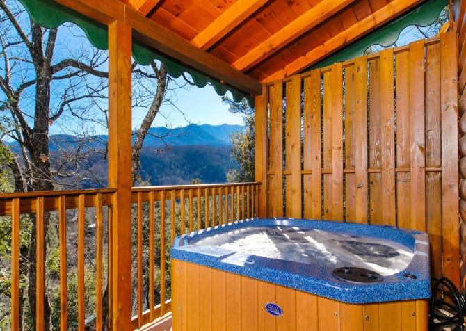 Gatlinburg Cabin - Bear Tracks - Hot Tub