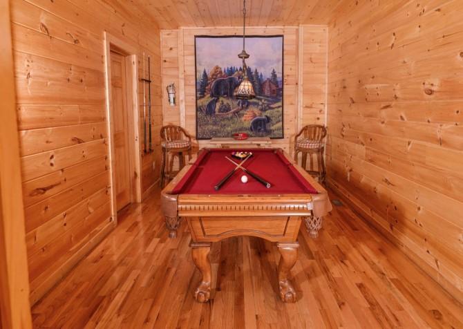 Gatlinburg Cabin - Bear Tracks - Pool Table
