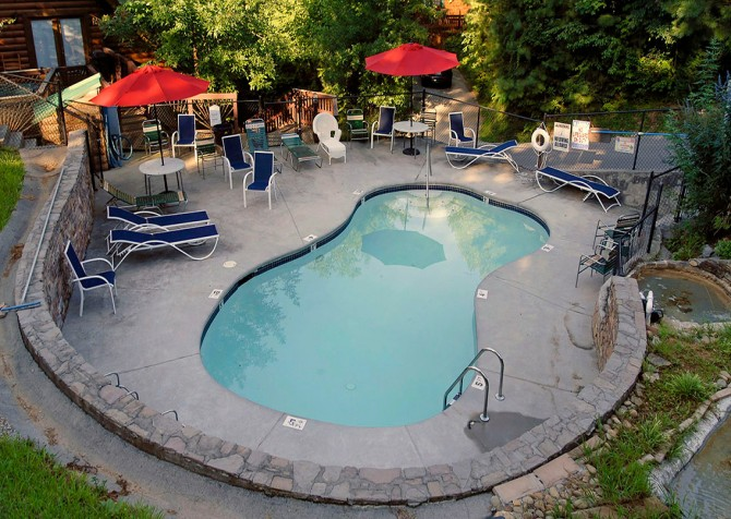 Gatlinburg Cabin - Bear Tracks - Resort Pool