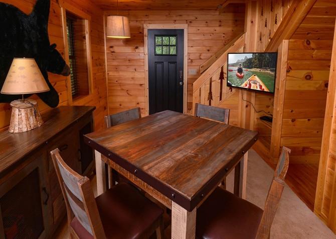 Gatlinburg Cabin - Bearadise - Table
