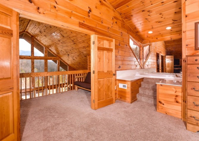 Gatlinburg Cabin - Bearfoot Landing - Bedroom with Bath