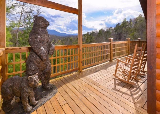 Gatlinburg Cabin - Bearfoot Landing - Exterior Deck Statue