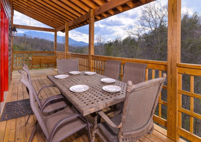 Gatlinburg Cabin - Bearfoot Landing - Exterior Deck Table