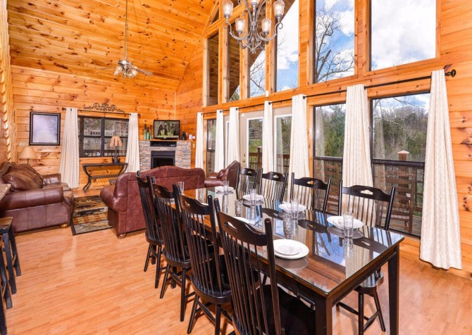 Gatlinburg Cabin - Bearfoot Landing - Living Room with a View