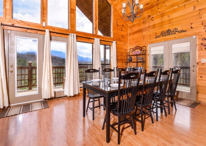 Gatlinburg Cabin - Bearfoot Landing - Dining Room with a View