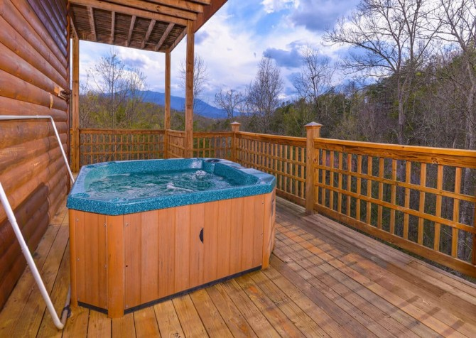 Gatlinburg Cabin - Bearfoot Landing - Hot Tub