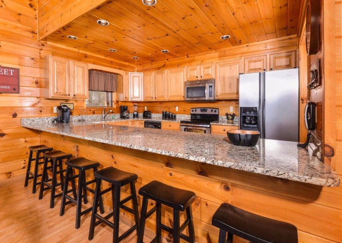 Gatlinburg Cabin - Bearfoot Landing - Kitchen Bar