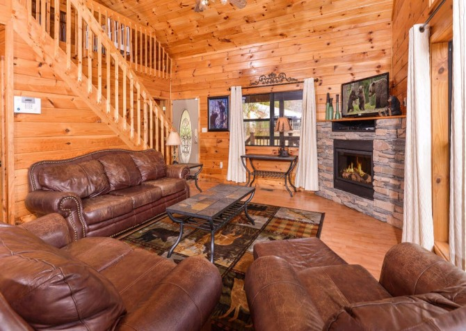 Gatlinburg Cabin - Bearfoot Landing - Living Room