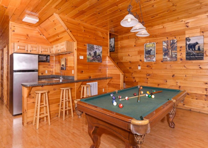 Gatlinburg Cabin - Bearfoot Landing - Pool Table