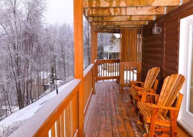 Gatlinburg Cabin - Bearfoot Lodge - Deck with Chairs