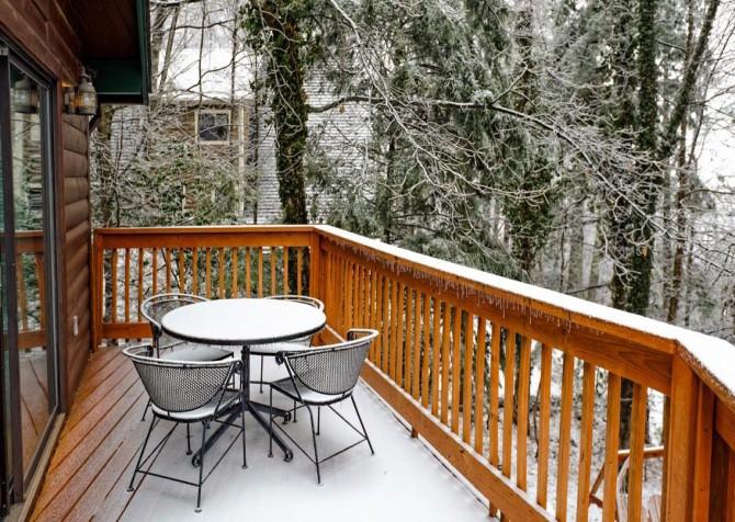 Gatlinburg Cabin - Bearfoot Lodge - Deck Table