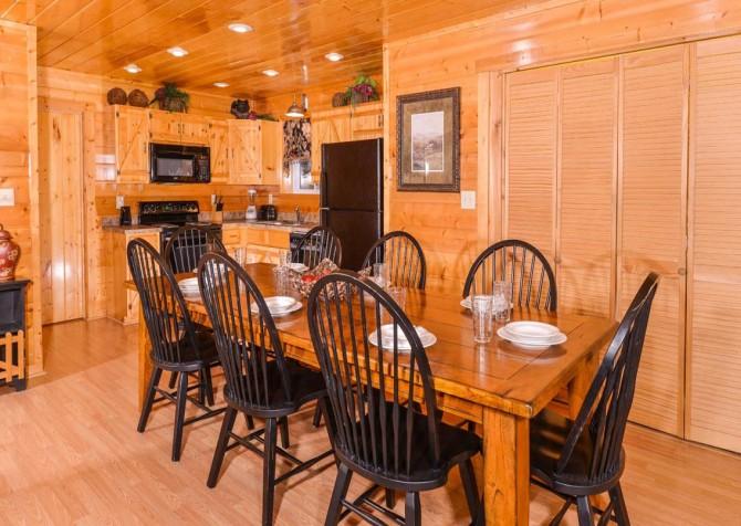 Gatlinburg Cabin - Bearfoot Lodge - Dining Room