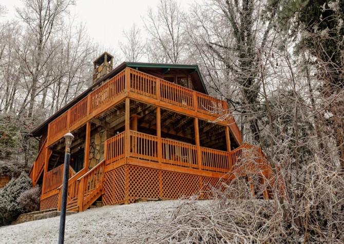 Gatlinburg Cabin - Bearfoot Lodge - Exterior Cabin