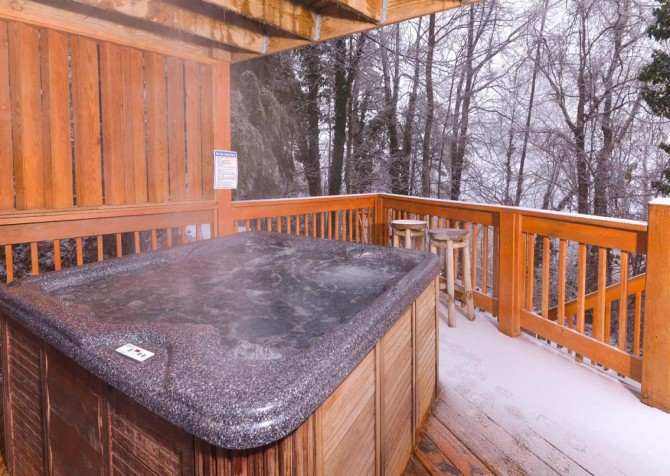 Gatlinburg Cabin - Bearfoot Lodge - Hot Tub