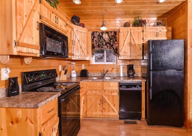 Gatlinburg Cabin - Bearfoot Lodge - Kitchen