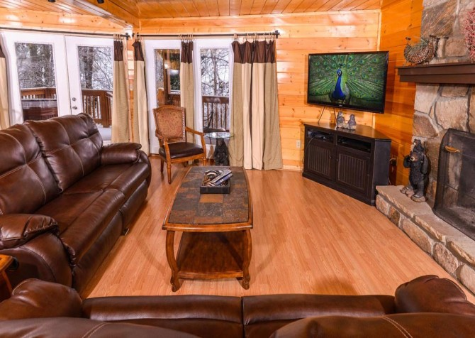 Gatlinburg Cabin - Bearfoot Lodge - Living Room