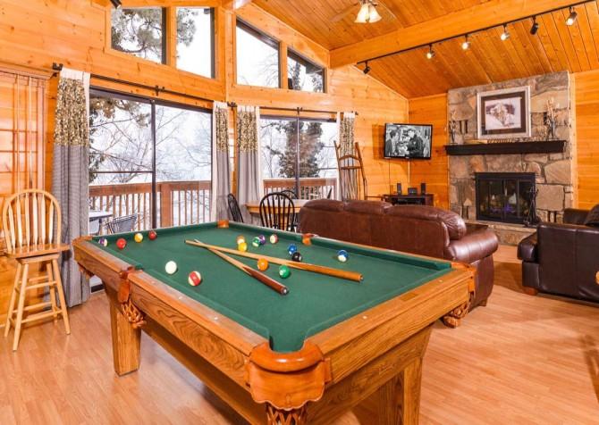 Gatlinburg Cabin - Bearfoot Lodge - Pool Table