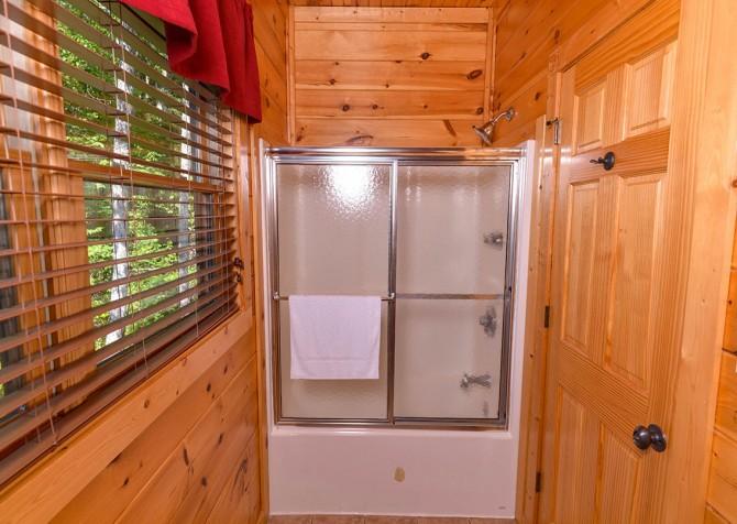 Gatlinburg Cabin - Bearskin Lodge - Bathroom