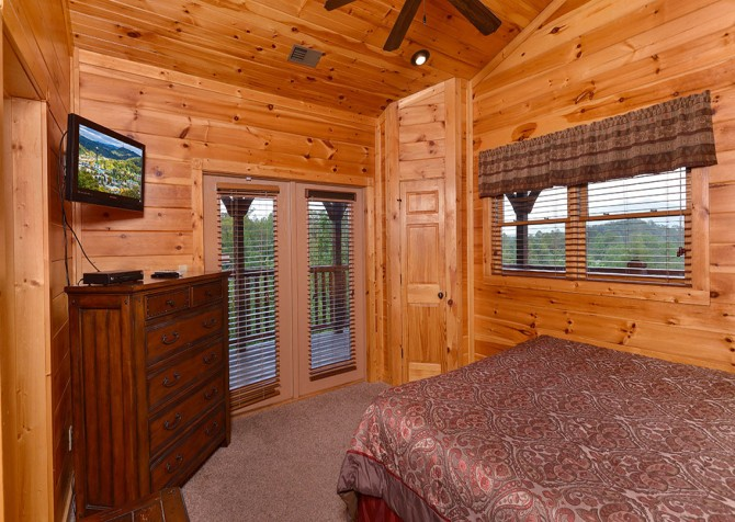 Gatlinburg Cabin - Bearskin Lodge - Bedroom