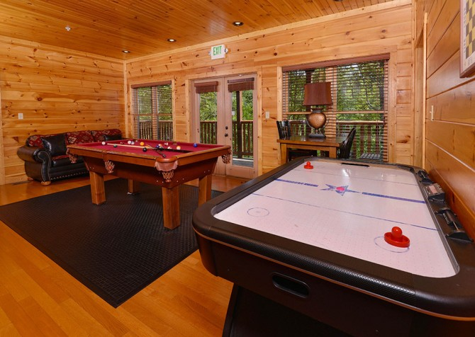 Gatlinburg Cabin - Bearskin Lodge - Game Room