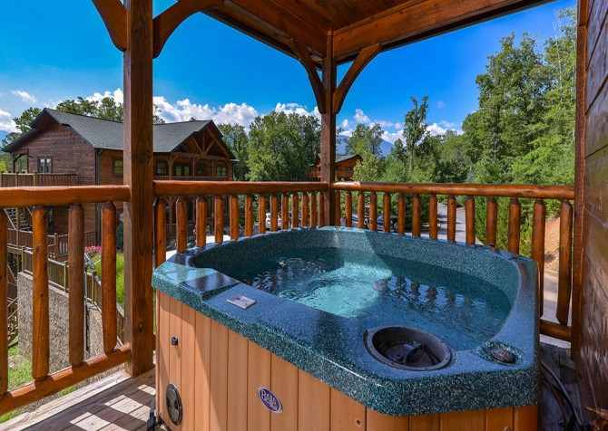 Gatlinburg Cabin - Bearskin Lodge - Hot Tub