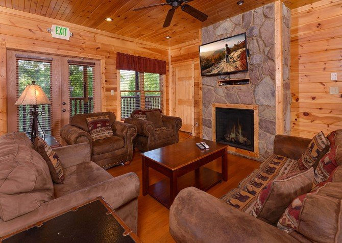Gatlinburg Cabin - Bearskin Lodge - Living Room