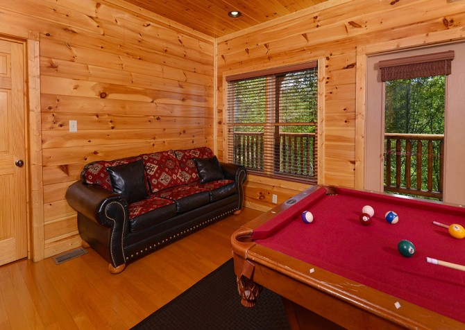 Gatlinburg Cabin - Bearskin Lodge - Pool Table