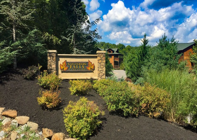 Gatlinburg Cabin - Bearskin Lodge - Resort Sign