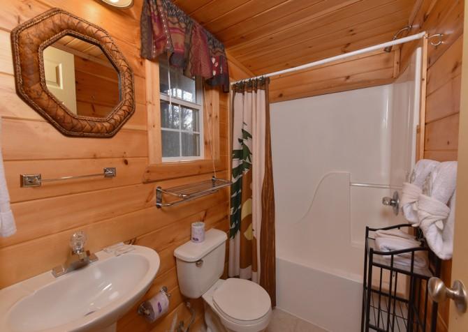 Gatlinburg - A Blissful Bear - Bathroom