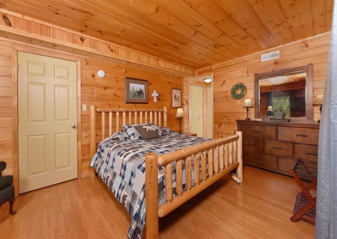 Gatlinburg - A Blissful Bear - Bedroom