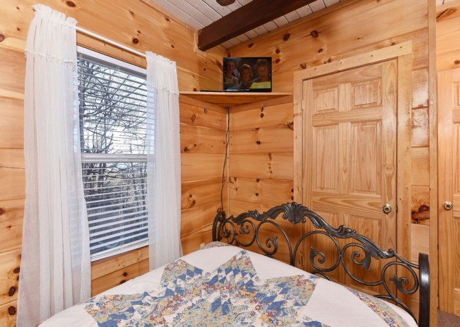 Gatlinburg - A Million Dollar View - Bedroom