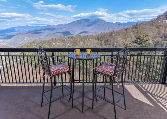 Gatlinburg - A Million Dollar View - Deck Dining