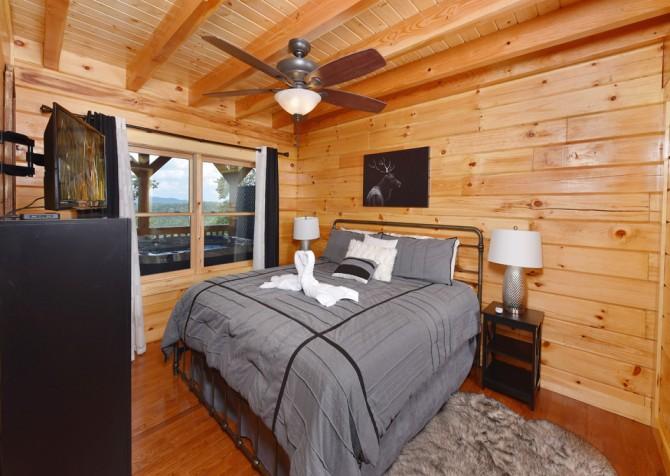Gatlinburg - A Wildflower Retreat - Bedroom
