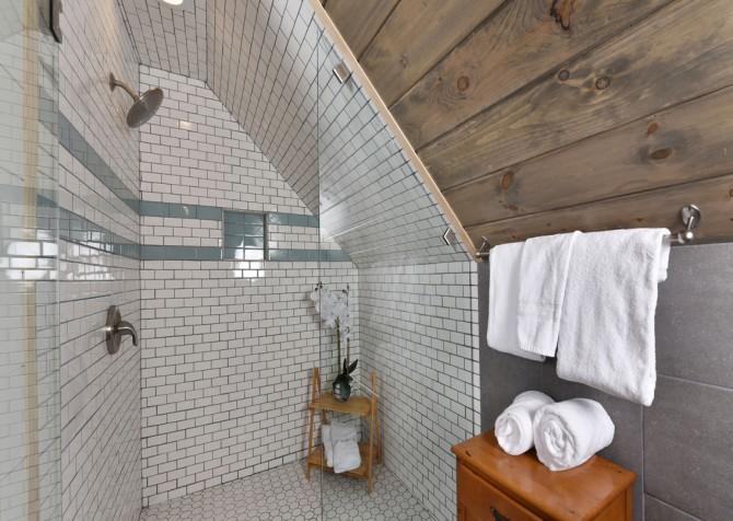 Gatlinburg - Aaron's Lodge - Bathroom