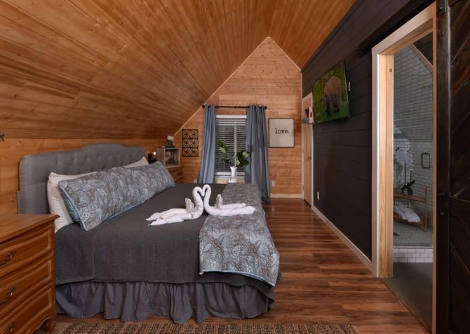 Gatlinburg - Aaron's Lodge - Bedroom