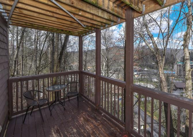 Gatlinburg - Aaron's Lodge - Covered Deck