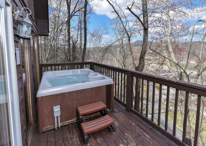 Gatlinburg - Aaron's Lodge - Hot Tub