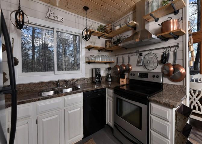 Gatlinburg - Aaron's Lodge - Kitchen
