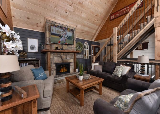 Gatlinburg - Aaron's Lodge - Living Room